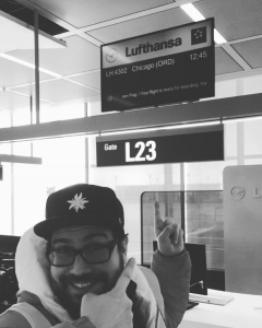 Vor dem Lufthansa CheckIn Schalter